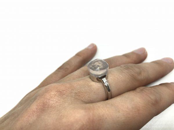 Gouden ring met roze kwarts en diamant