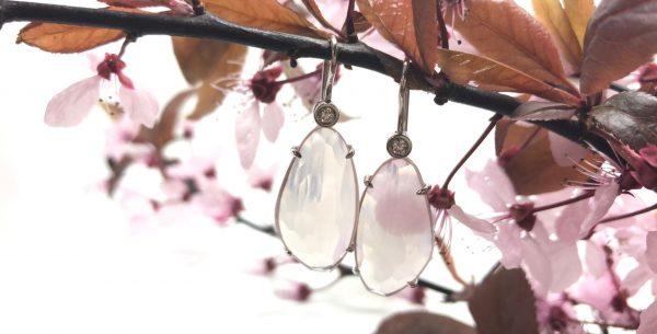 Witgouden oorbellen met rozekwarts en diamant - Nele Blanckaert